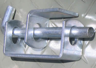 One galvanized double lug and one single lugs connected by pin